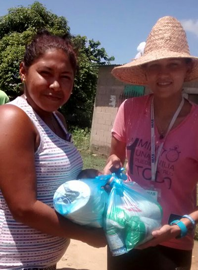 HIAS worker distributes aid to victim of recent flooding in Guasdualito, Venezuela, July 2015.