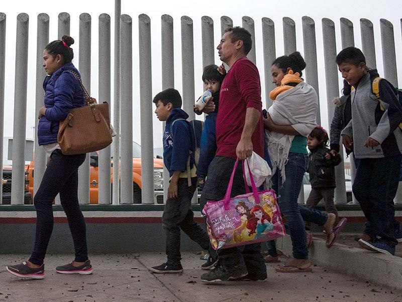 Migrants walk towards El Chaparral port of entry in Tijuana, Mexico, on the border with the United States, June 21, 2018. (GUILLERMO ARIAS/AFP/Getty Images)