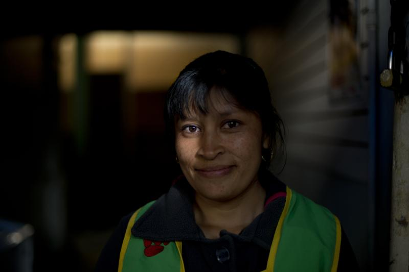 A Colombian refugee works selling mangos in Ecuador.